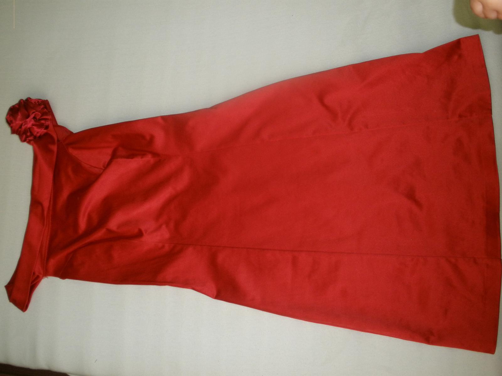 červene spolocenske šaty - Obrázok č. 1