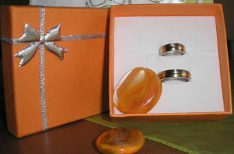 naše prsteny...konečně..