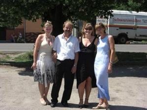 naša family :o)) sestra,ocino,ja,mamina