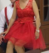 červene šaty, 36
