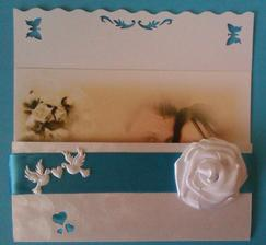 a aby ani obálky neboli robnaké, tak jedny sú s kvetinkou, druhé s mašličkou :D