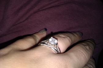 predsa to muselo aj neicim zacat pred dvoma rokmi tymto prstienkom :D