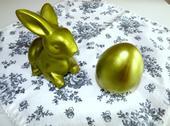 Keramický zajačik a keramické vajíčko,