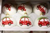 Vianočné sklenené gule s autíčkom,