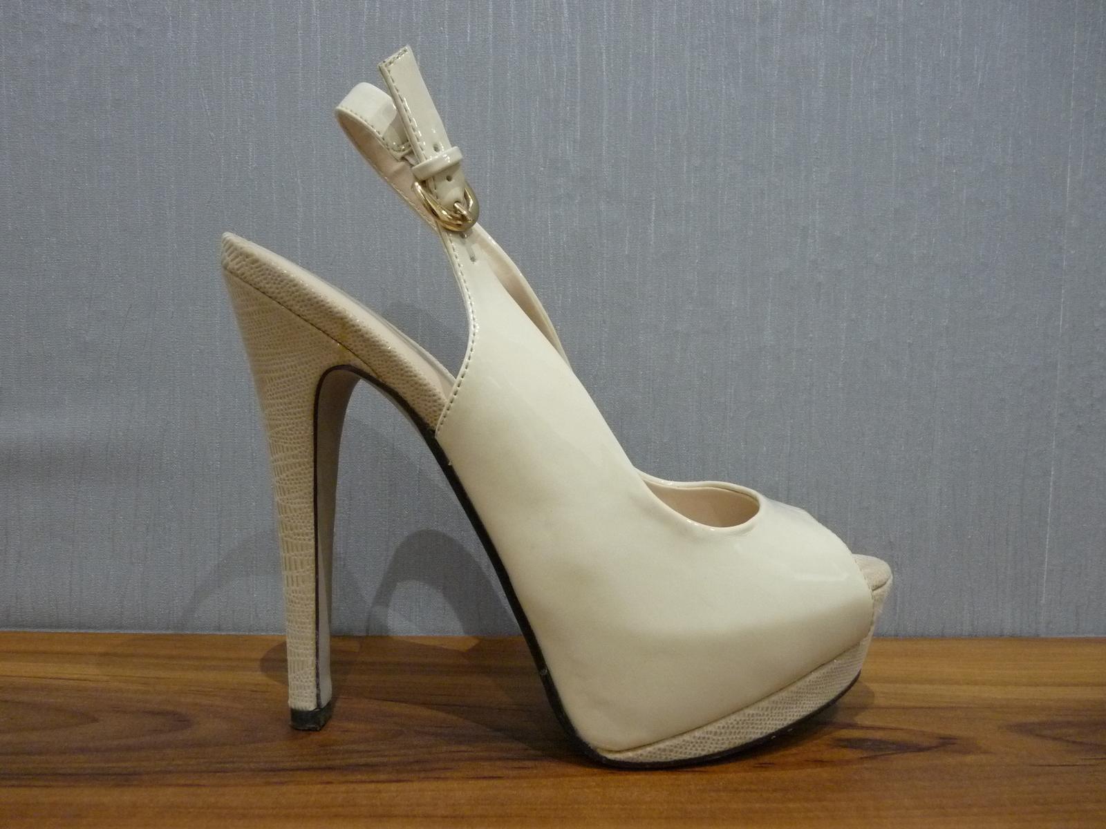 Krémové lakované sandálky s otvor. špičkou/pätou - Obrázok č. 1