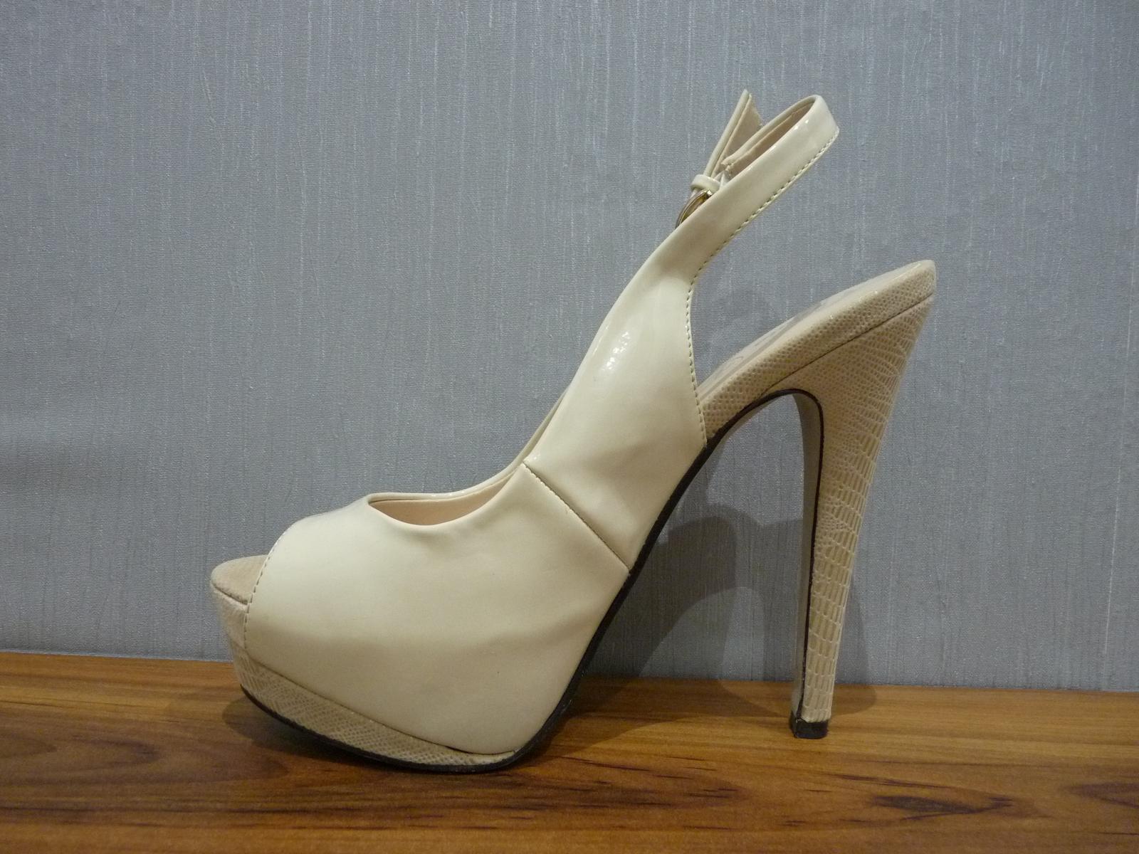 Krémové lakované sandálky s otvor. špičkou/pätou - Obrázok č. 3
