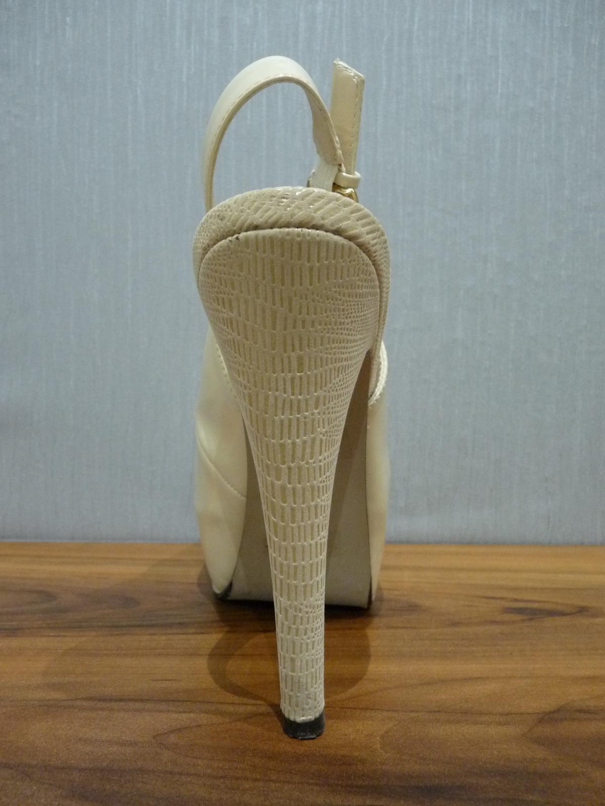 Krémové lakované sandálky s otvor. špičkou/pätou - Obrázok č. 4