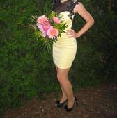 Žlté šaty s čipkou, 36