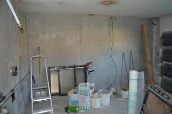 kotolňa zatiaľ dve steny, hotové okno zn. SALAMANDER  vymenené ,dokončene odpady