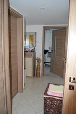 malá chodbička :-) vľavo kupelka s wc vpravo špajza, oproti spálna,kde momentálne bývame :-