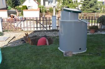 akoby bolo málo v dedine ešte aj vodovod robia...