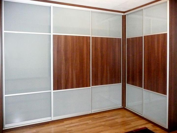 stylishrooms - Máte hodně oblečení a málo prostoru? To může vyřešit rohová šatní skříň.