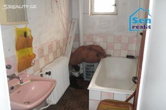původní koupelna.....blééééééééé