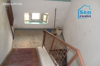 původní schodiště do patra