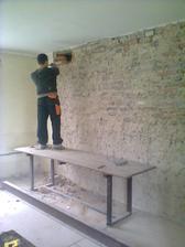 nosná zeď mezi obývákem a jídelnou