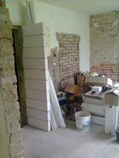 kuchyň už se rýsuje,původní dveře zazděny a udělány nové
