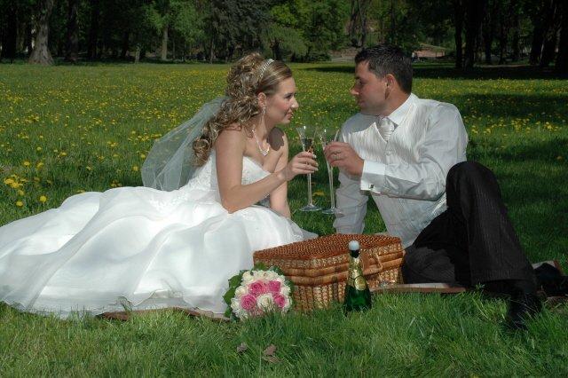 Majka {{_AND_}}Roman - piknik v tráve