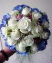 moje kytičky-bílá růže a modrá hortensie