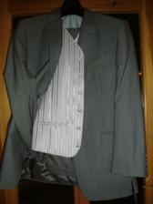 ženichův oblek a vestička