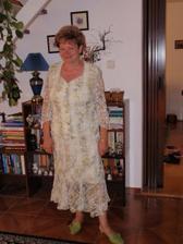 ženichova mamka v nových šatech