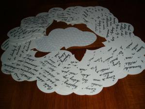 a psané citáty na srdíčkách