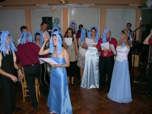 naši kamarádi překvapivě s modrým vlasem:)