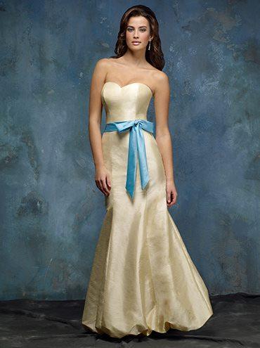 Niečo pre inšpiráciu pre budúce nevestičky... - popolnočné šaty