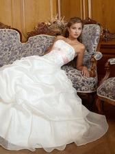 svadobné šaty,ale stuha tyrkysová