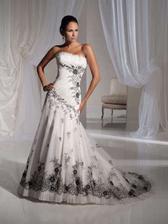 svadobné šaty alebo taktiež po polnoci
