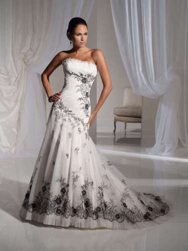 Niečo pre inšpiráciu pre budúce nevestičky... - svadobné šaty alebo taktiež po polnoci