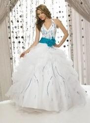 Niečo pre inšpiráciu pre budúce nevestičky... - svadobné šaty z prednej strany