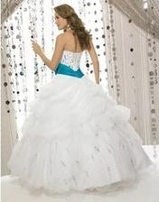 svadobné šaty zo zadnej strany