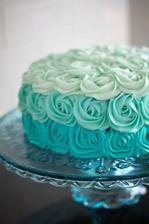 svadobná torta z troch variácií modrej
