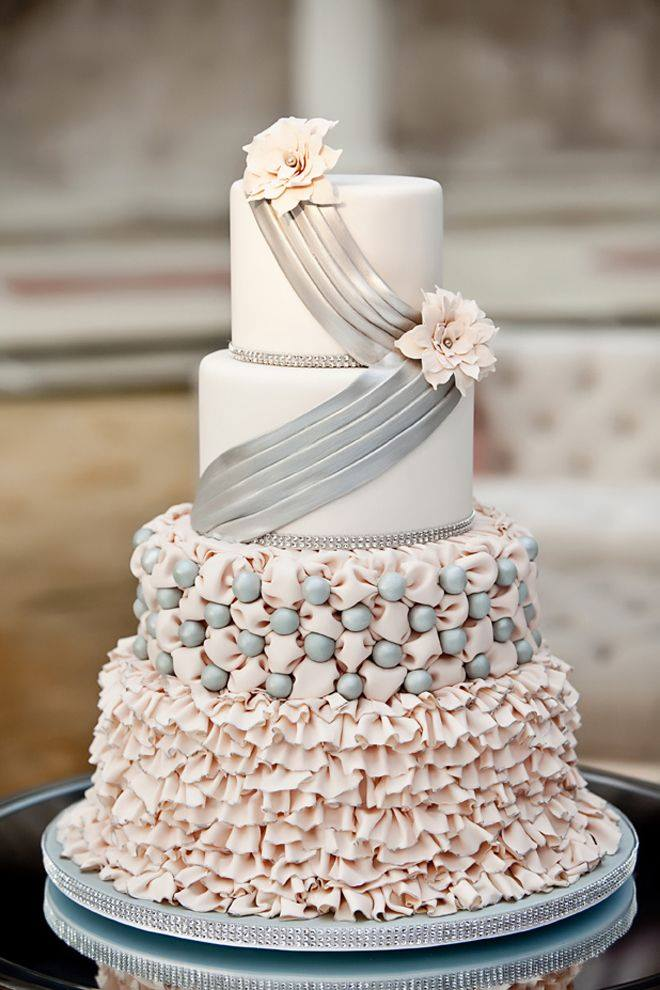 Niečo pre inšpiráciu pre budúce nevestičky... - svadobná torta