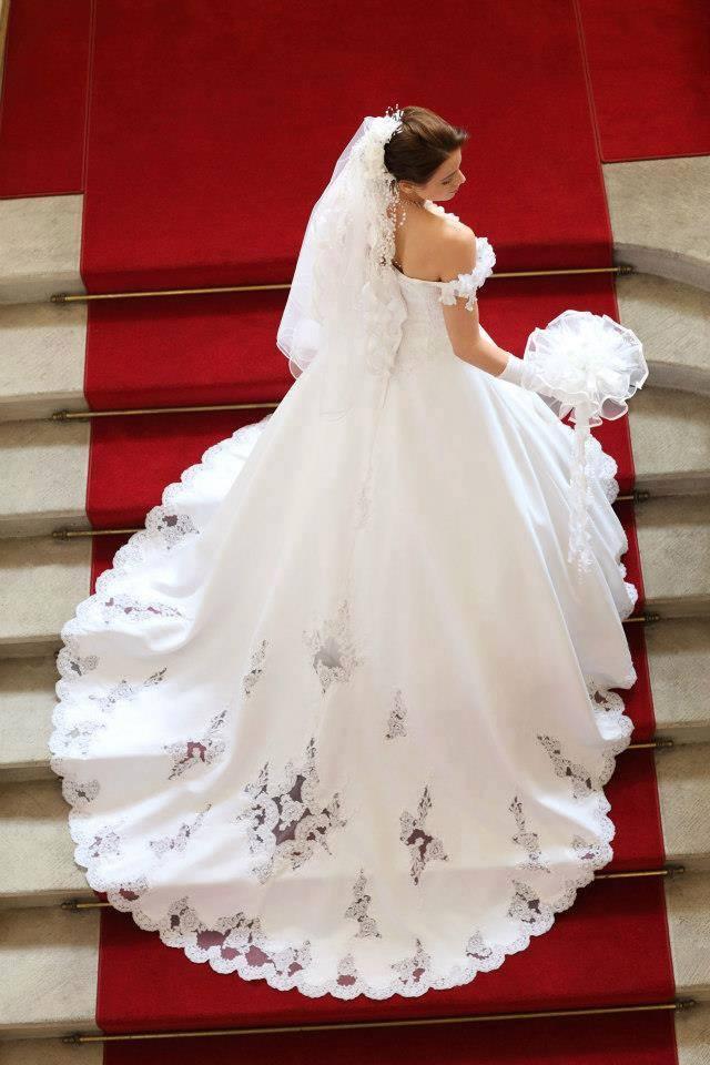 Niečo pre inšpiráciu pre budúce nevestičky... - svadobné šaty ako pre princeznú