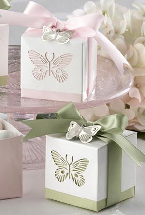 Svadba inšpirovaná krásou motýľov - krabičky na darček pre hosti-mandle