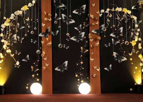 Svadba inšpirovaná krásou motýľov - dekorácia na okno