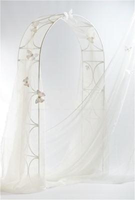 Svadba inšpirovaná krásou motýľov - svadobná brána