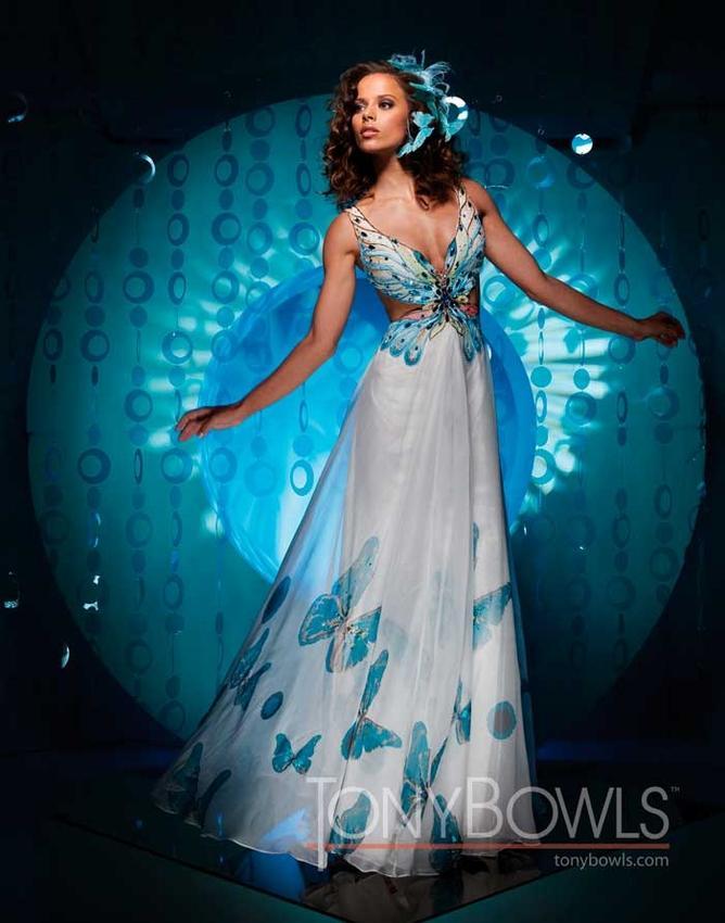 Svadba inšpirovaná krásou motýľov - šaty pre družičku