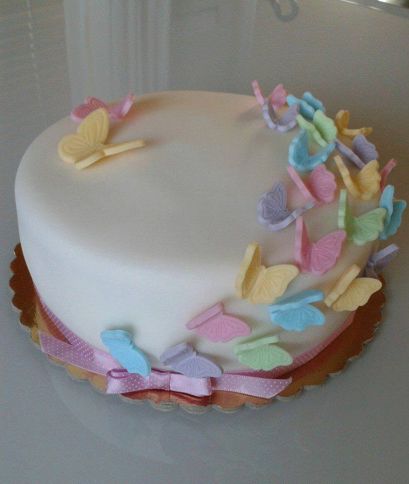 Svadba inšpirovaná krásou motýľov - torta