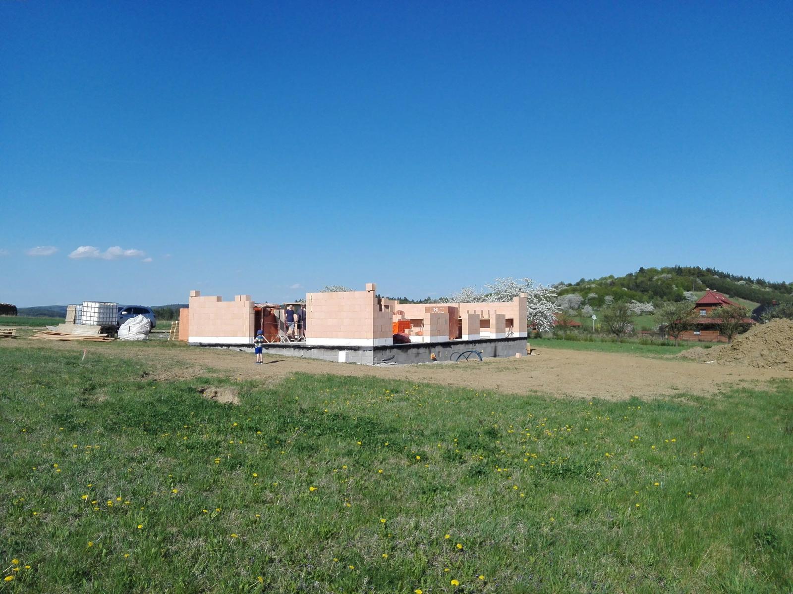 Náš dům na větrné hůrce - Obrázek č. 15