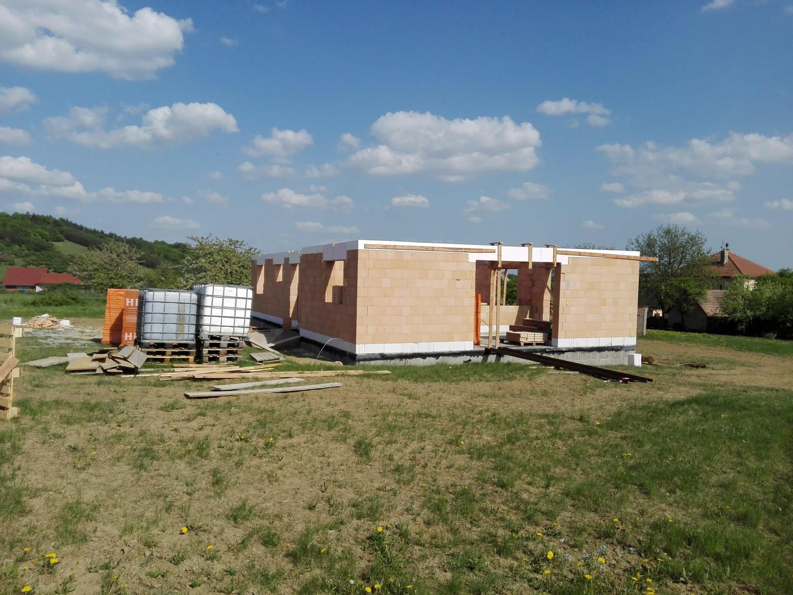 Náš dům na větrné hůrce - Obrázek č. 18