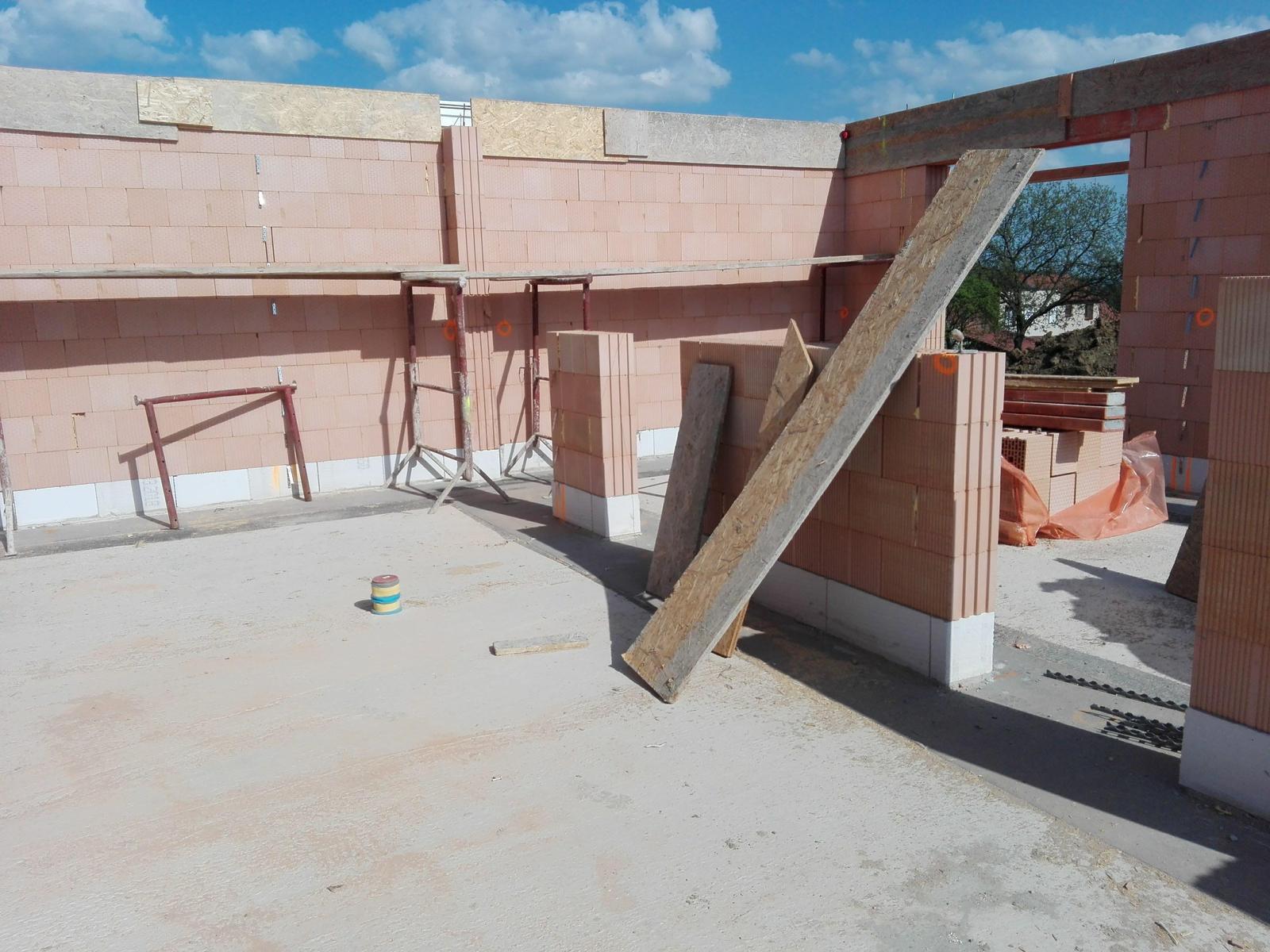 Náš dům na větrné hůrce - Obrázek č. 20
