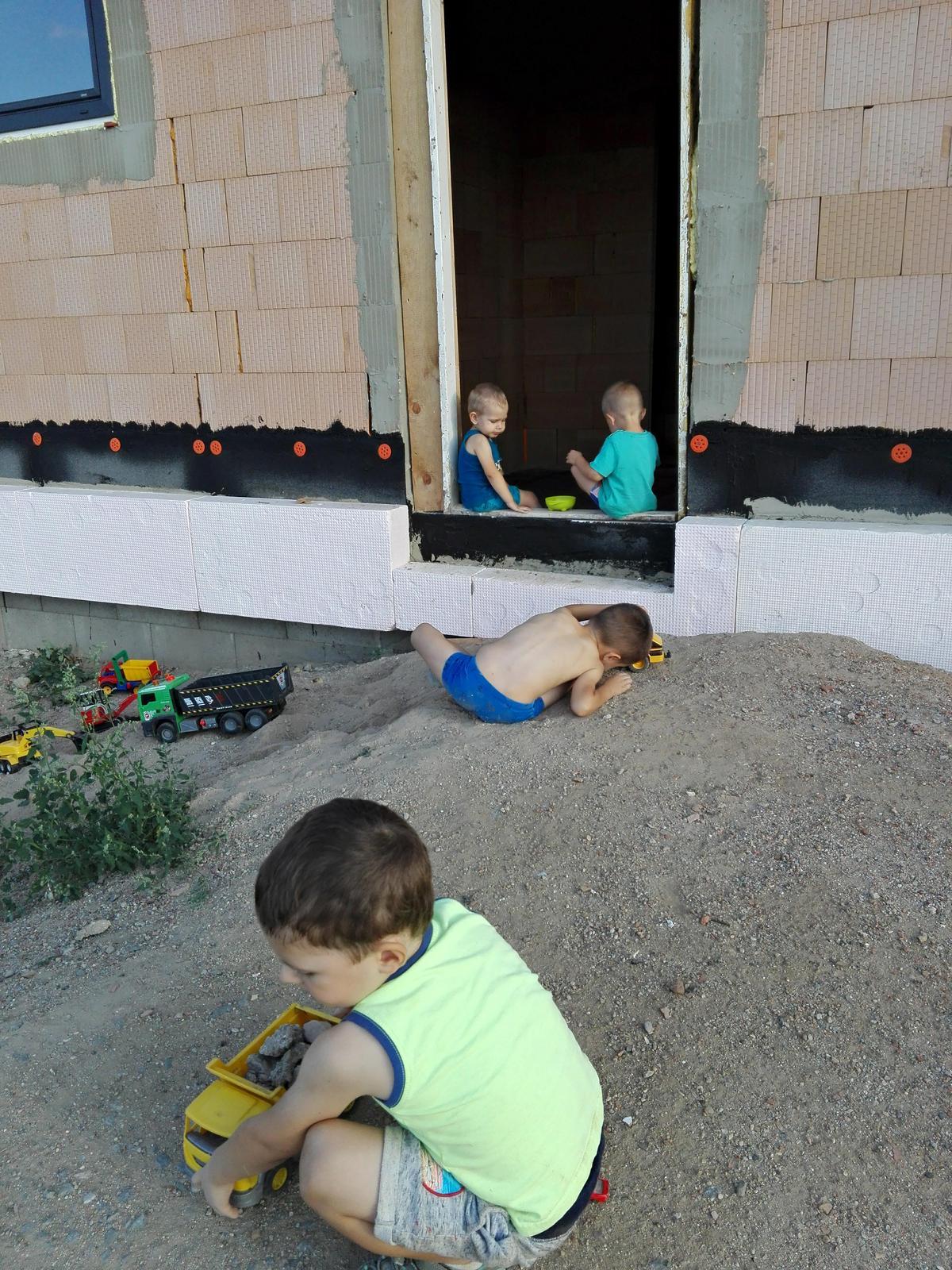 Náš dům na větrné hůrce - Obrázek č. 38