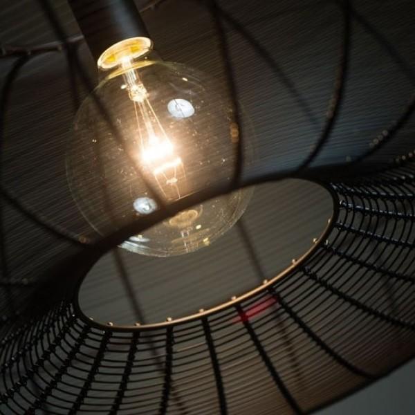 Ahoj, máte někdo toto světlo? ETH Cosmo Steel Big. Zajímalo by mě, jak prakticky vypadá, jako světlo nad jídelní stůl. Jaké dělá na stole světlo :) - Obrázek č. 2