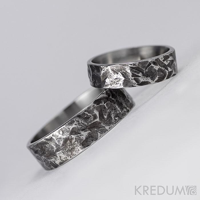Snubní prsten kovaná nerezová ocel - Archeos - Obrázek č. 1