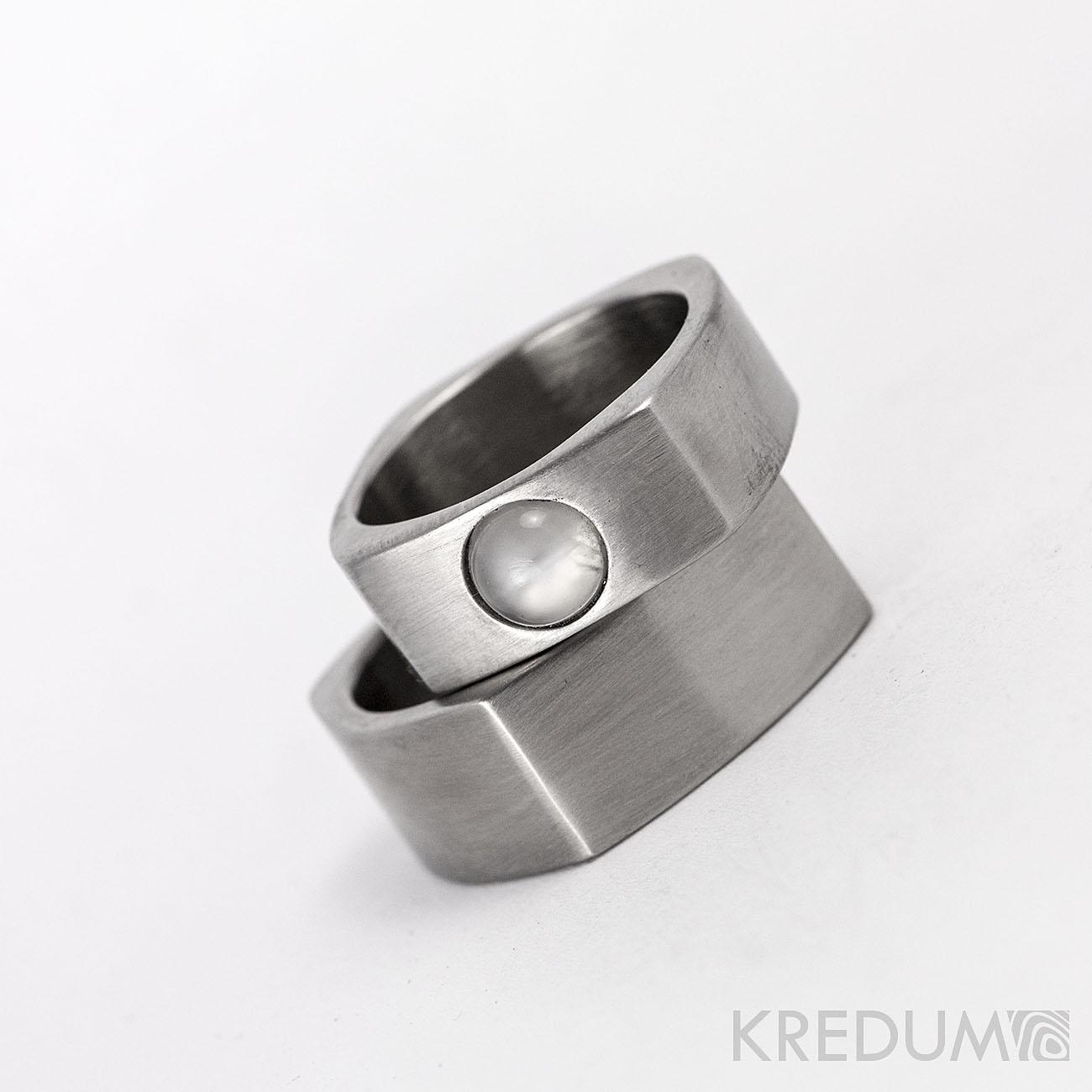 Ocelové snubní prsteny a měsíční kámen - Obrázek č. 2