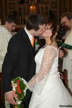 první manželské políbení ...
