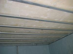 konstrukce na strop je už skoro hotová