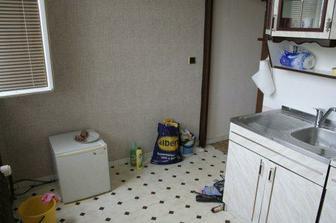 druhý pohled na mini kuchyň